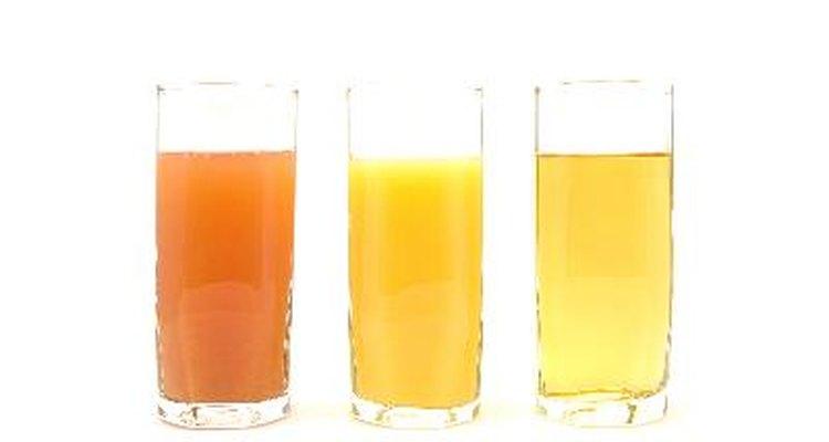 Escolha sucos de frutas sem polpa para uma dieta de diverticulite