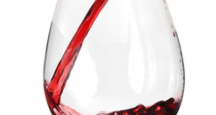 No llenes la copa de vino hasta arriba.