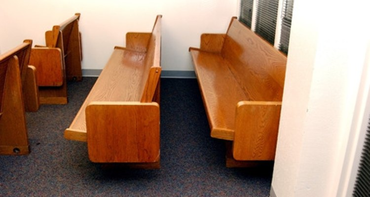 Limpe corretamente os bancos da igreja e mantenha-os limpo.
