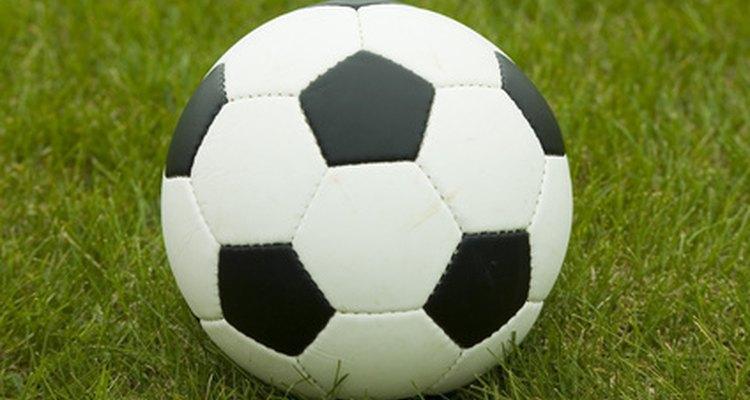 Montar um time de futebol requer equipamentos, instalações e jogadores