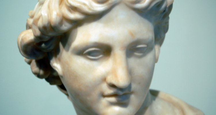 É possível fazer uma estátua ter aparência de mármore utilizando certos materiais de artesanato