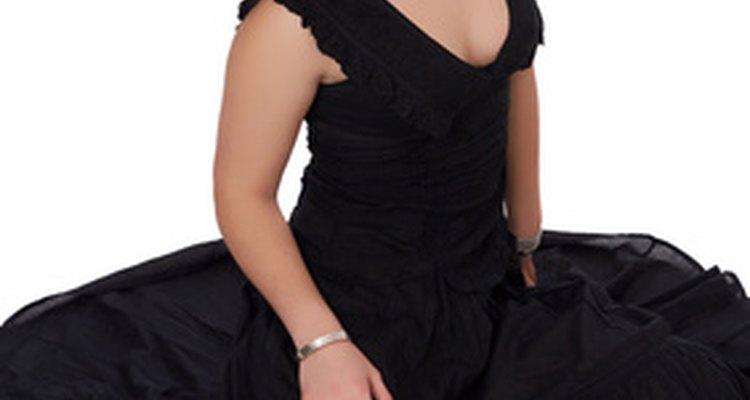 Acortar una falda circular en un vestido requiere atención al detalle.