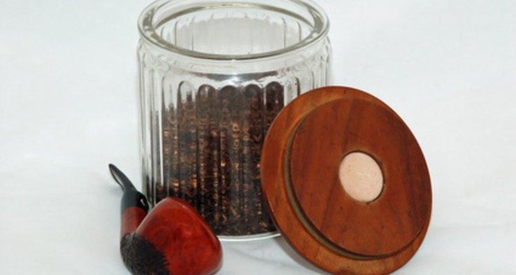Os cachimbos de aço são apenas uma das muitas formas de se fumar tabaco