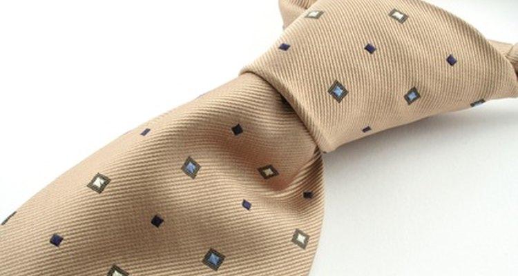 Crea patrones para coser corbatas caseras hechas a mano.