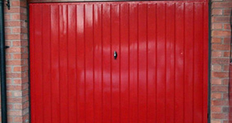 Existem vários tipos de madeira bons para portões de garagem