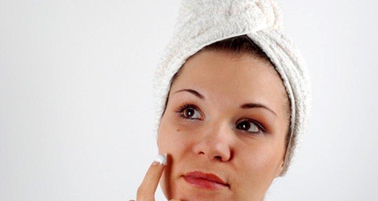 Os cremes de rosto podem conter retinol e palmitato de retinol