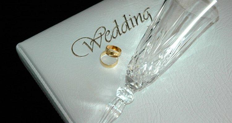 Las bodas religiosas a menudo tienen lecturas especiales durante la ceremonia.