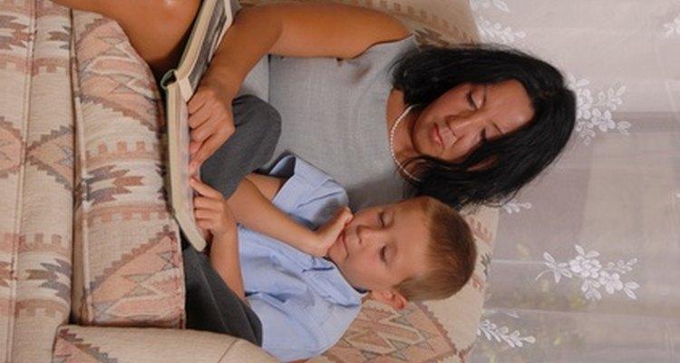 La lectura de libros que usan lenguaje descriptivo ayuda a tu hijo a aprender la habilidad.