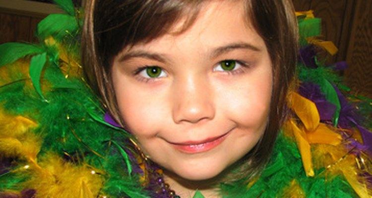 Disfrazarse es una actividad divertida para el Carnaval para niños y adultos.
