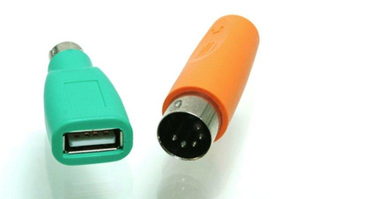 Entradas USB e PS2 são comumente usadas em computadores