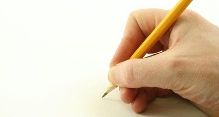 Una persona se prepara para comenzar a dibujar.