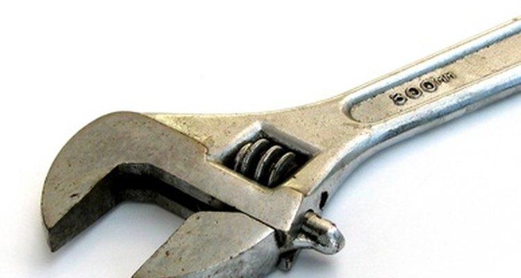 Remova e feche acessórios que vazam para melhorar a pressão