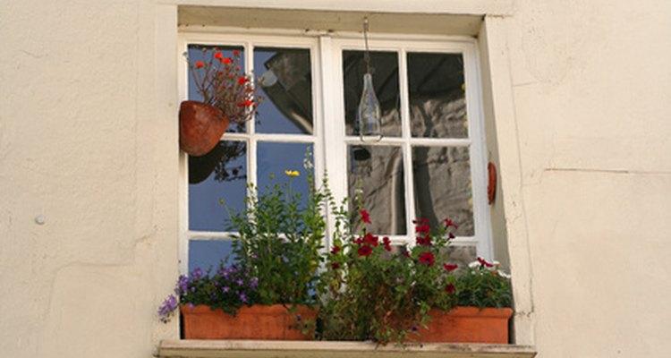 Retire as janelas de alumínio da parede