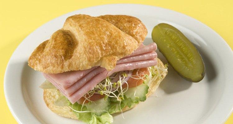 Los fiambres son un componente tradicional de los sándwiches.