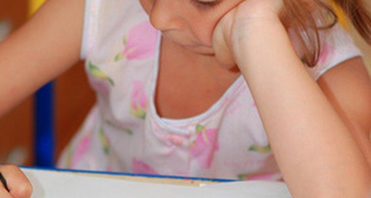 Las actividades de arte son útiles para ayudar a los preescolares a desarrollar autoestima positiva.