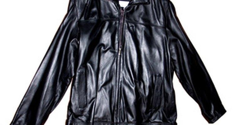 Um kit de remendo de couro pode consertar rasgos e rompimentos em casacos de couro