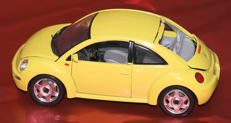 Dar um carro em miniatura é uma forma criativa de apresentar o grande presente