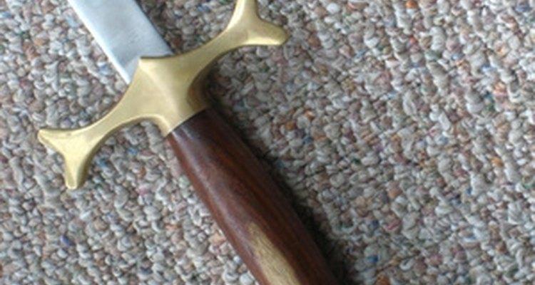 Mantenha sua espada bem conservada, polindo e limpando-a regularmente