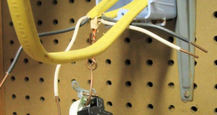 El alambrado correcto es esencial para un receptáculo de alambrado dividido.