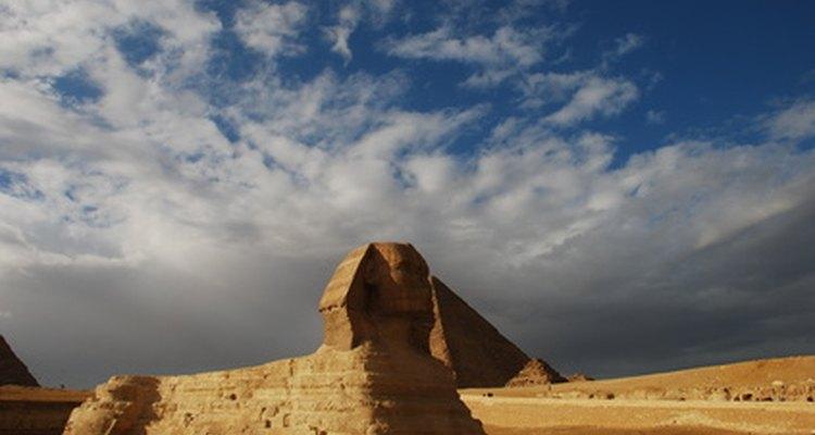 Puedes encargar o hacer postales de Egipto para enviar como invitaciones.
