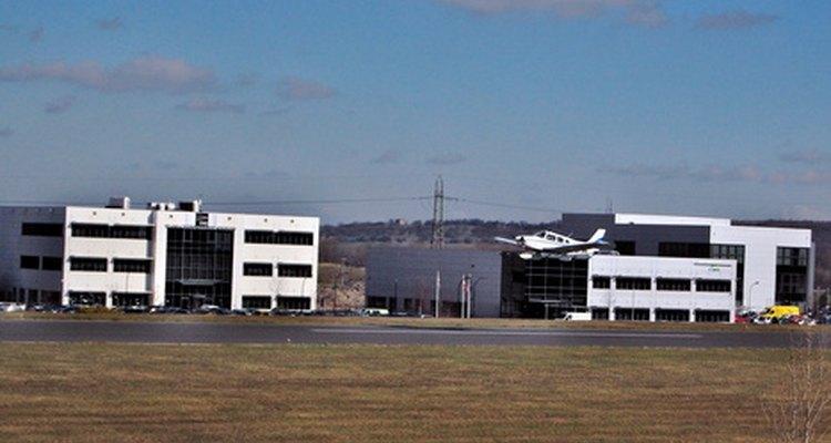 Los controladores de tráfico aéreo desempeñan un papel vital en mantener el cielo seguro.