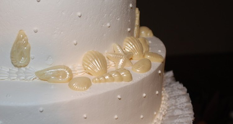 El terminado terso en las conchas de éste pastel se consigue con polvo de brillo (luster dust).