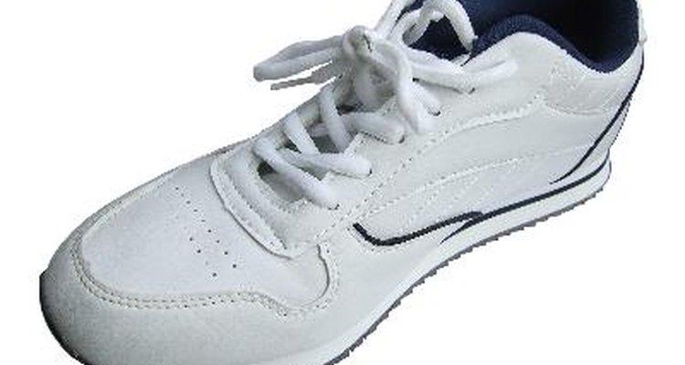 Haz que tus zapatillas recuperen su color blanco puro.