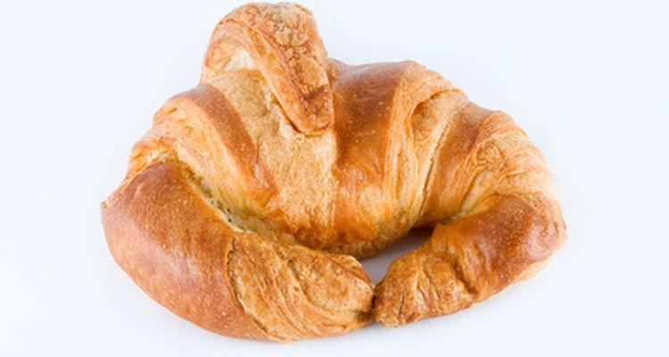 La croissant francesa tiene una textura liviana y hojaldrada.