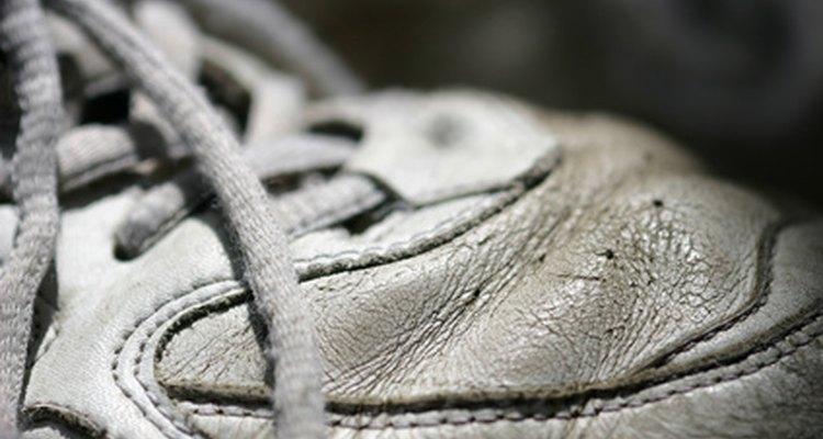 Tênis para exercícios têm a tração ideal para um treino seguro no degrau aeróbico