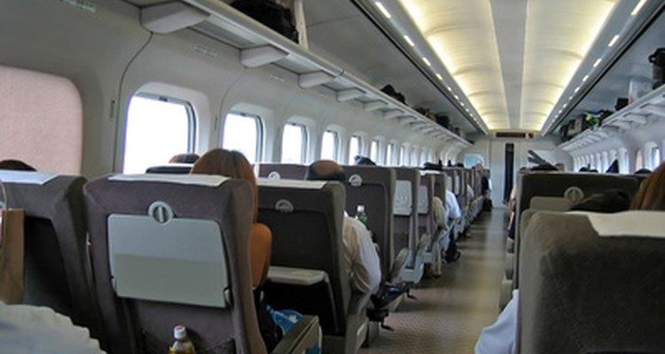 O shinkansen é o serviço de trem disponível mais rápido no Japão