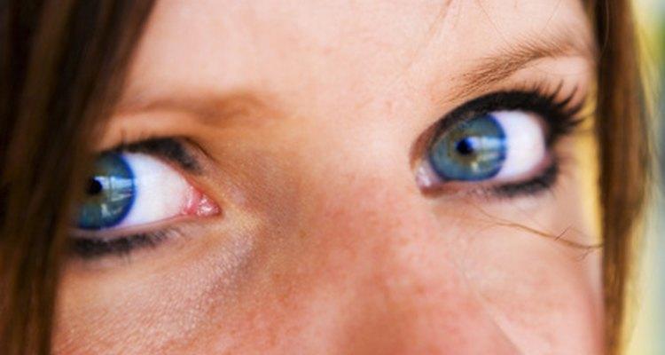 Averigua cómo puedes dormir de forma segura usando tus lentes de contacto.