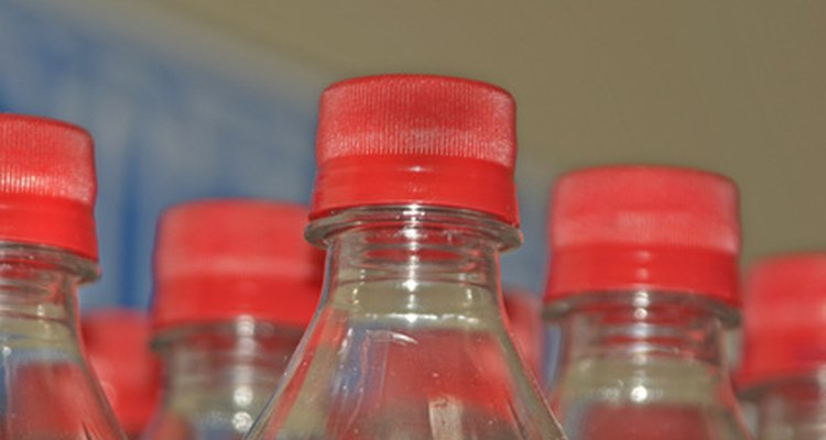 Os refrigerantes são oferecidos em garrafas de dois litros