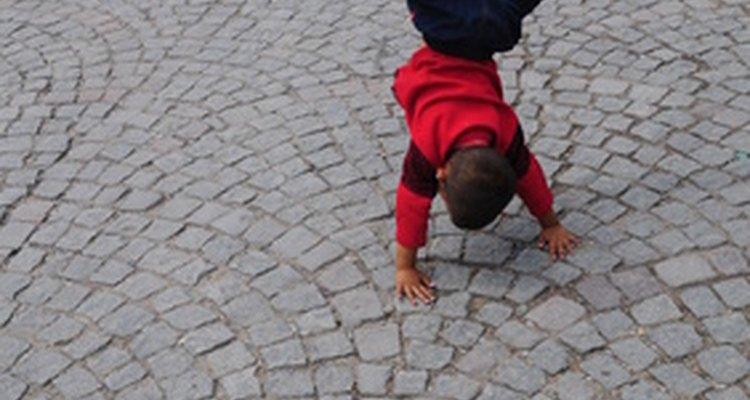 Los niños desarrollan coordinación a través del juego diario.