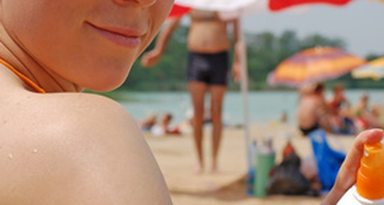 O protetor solar protege a pele, mas causa confusão quando derramados em couro