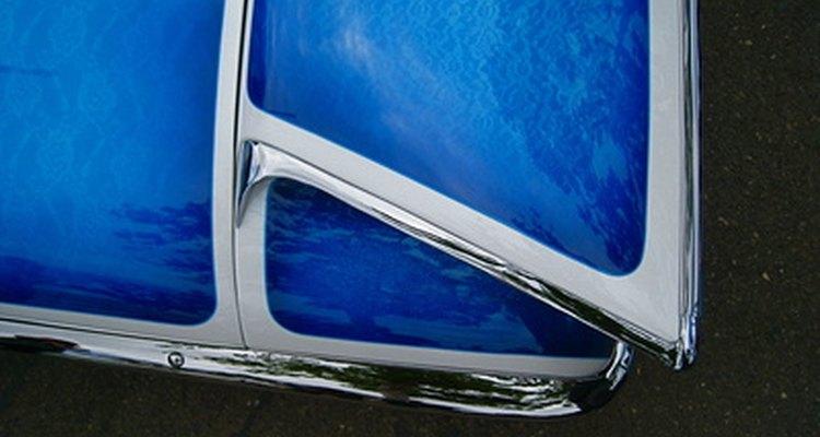 Una capa de barniz descascarado puede respararse para que se vea como nueva.