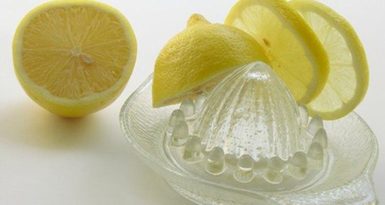 Suco de limão tem propriedades naturais de branqueamento