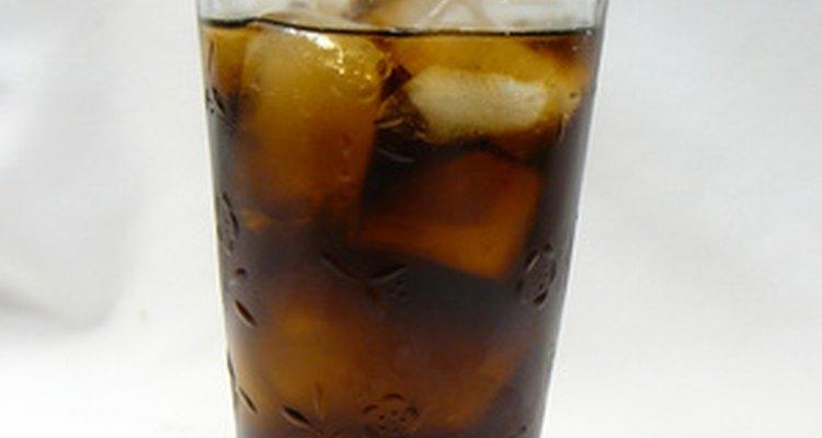 Por serem constituídos basicamente de açúcar, água e sabores artificiais, os refrigerantes não se estragam