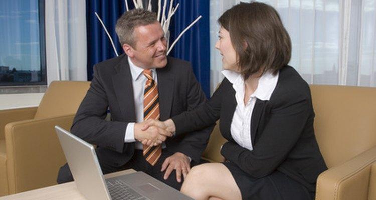 Los vendedores a menudo hacen presentaciones a clientes potenciales.