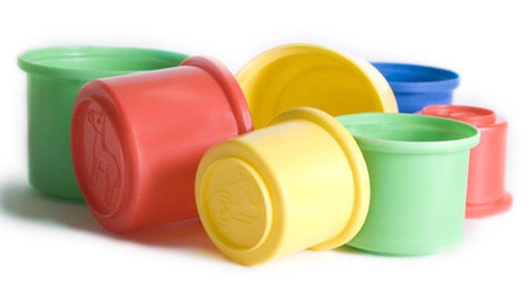 Recipientes plásticos de diversos tamanhos serão necessários para medir todas as substâncias químicas.