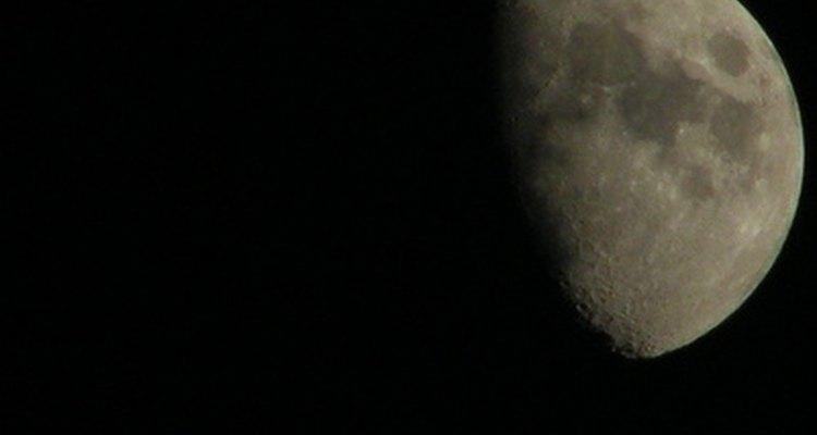 A definição do trânsito da Lua e do Sol depende do que está sendo observado