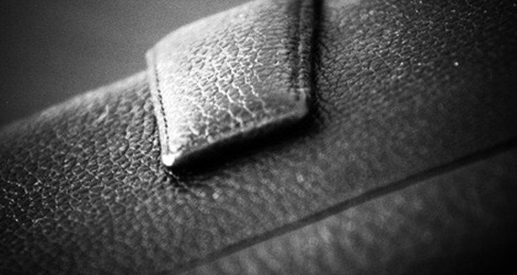El cuero mojado se puede agrietar o manchar si no lo tratas en forma adecuada.