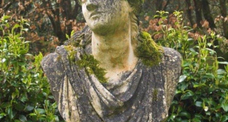 Grow moss on a garden statue with yoghurt.