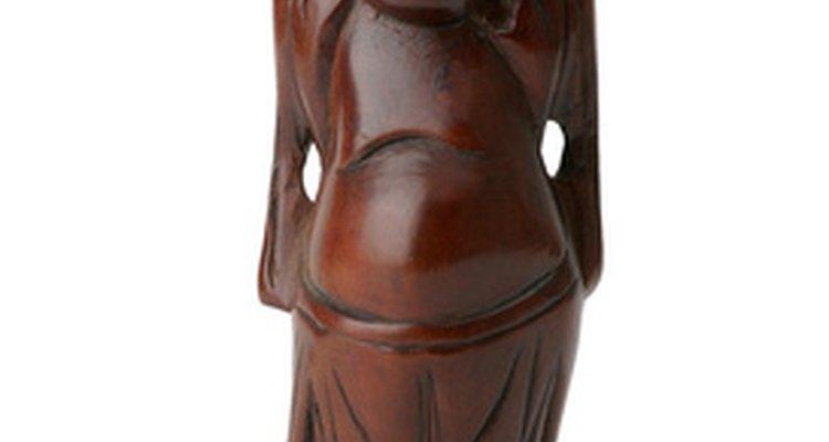 Las descripciones de faraones, budas y figuras aztecas a menudo muestran lóbulos perforados.