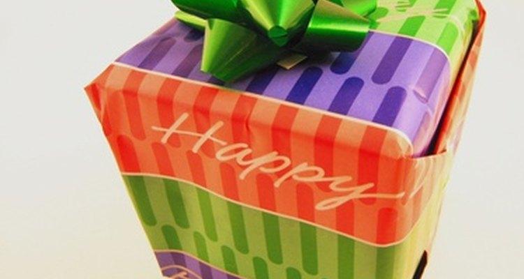 Comprar presentes de aniversário para alguém no início dos 20 e poucos anos pode ser divertido
