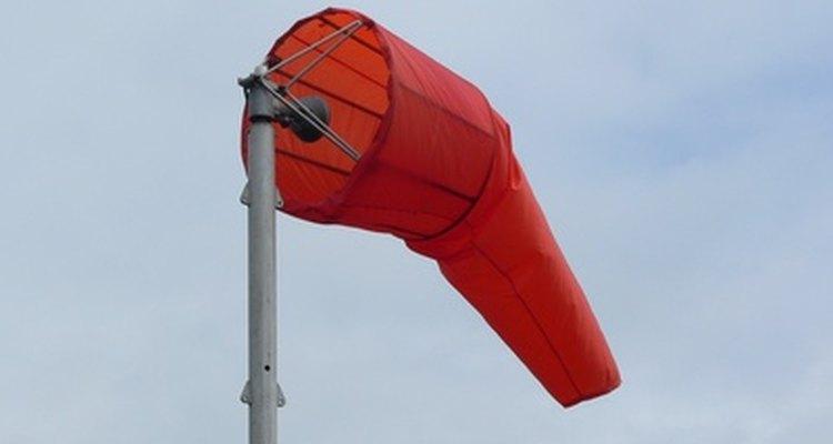 A biruta se levanta da posição vertical quando o vento sopra