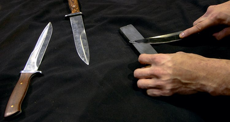 Los cuchillos afilados son uno de los peligros para un asistente de cocina.