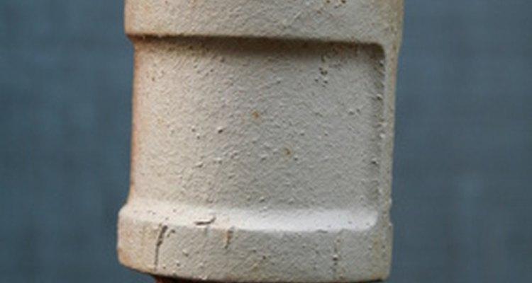 Unir canos de PVC com os de cobre pode economizar bastante dinheiro