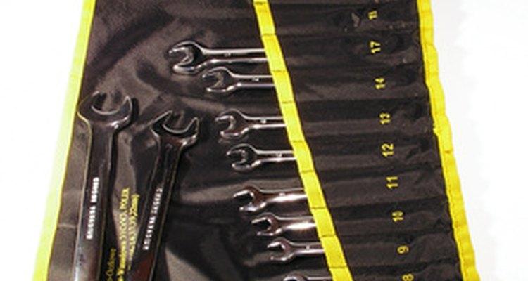 Las llaves inglesas son herramientas básicas para el mantenimiento de los refrigeradores.