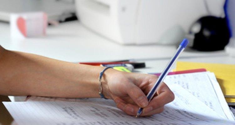 Ajude os estudantes a escrever anotações sobre suas histórias