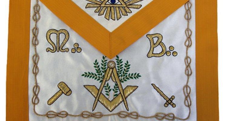 Los símbolos masónicos reflejan el juramento solemne que han realizado.